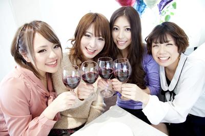 パーティーをしている女性達